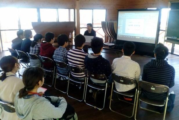 愛媛大学環境ESD指導者養成講座にて講義を終えたあと学生達との記念撮影。2016年10月