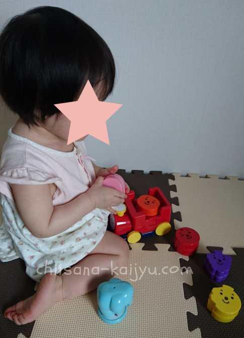 こどもちゃれんじ ぷち4月号「おしゃべりシュッポ」で遊ぶ1歳の娘