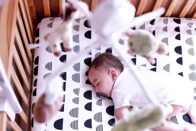 ベッドメリーは効果あるの?赤ちゃんの知育効果や体験レビュー