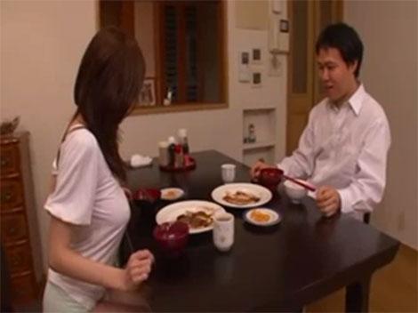 JULIAさんに晩御飯をごちそうになる近所の受験生