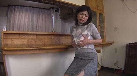 昼間から発情して乳首を弄り始める時越芙美江(ときこしふみえ)