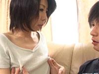 母さんの貧乳デカ乳首の魅力にとりつかれた息子と母の情事