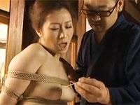 乳首折檻!桃色ちくびを竹串で責められる川上ゆう夫人