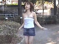 森咲由那ちゃんの胸チラ動画。公園で縄跳びをしたらチューブトップがずりおちて・・・