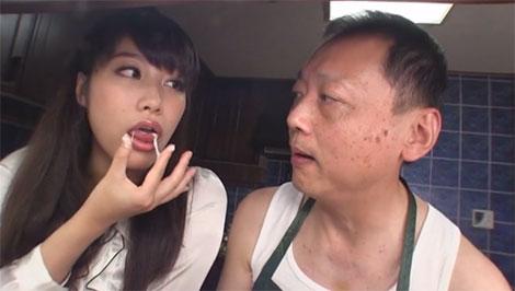 山芋を食べる未来先生