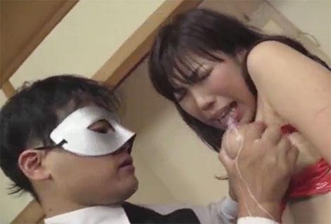 華原美奈子さんのセルフ母乳かけ