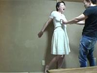 昼下がりに欲求不満な人妻の乳首を指で弄って発情させてみたwww