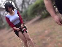 デカ乳首をフル勃起させながら野外散歩させられるドM妻の浅見せり