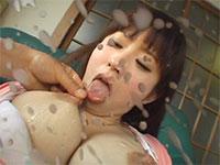 強制セルフで母乳まみれの乳首を舐めさせられるゆうき真央ちゃん