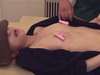 チクビッチで乳首を刺激されながら性感マッサージを受けてビクビク反応するカラダ