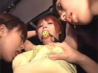 服の上から浜野みそらちゃんの母乳が出る乳首に吸い付く女達の3Pレズビアン