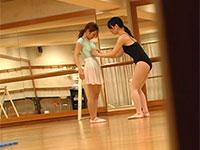 バレエのレッスン中、レズ講師が生徒の乳首にちょっかいを出す事案が発生