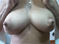 チャット中に突然吹き出る母乳wwwこのミルクタンクは凄い!