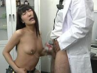 とんでもない方法で陥没乳首の治療を行う変態医師に引っかかった可哀想な女性