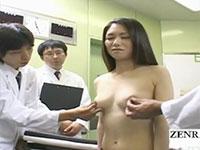 実際の女体の乳首を触診してその反応を観察する医学研修の風景