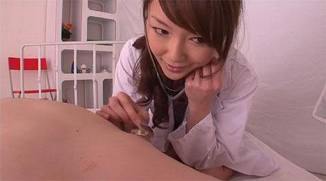 乳首が大好きな変態女医、桐原あずささん