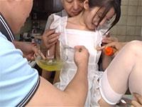 変態老人が運営するスイーツ教室にやってきた無垢な人妻がレッスンと称して乳首を食べられる!
