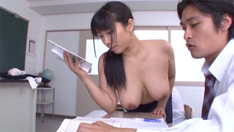 ブラが擦れて授業にならないのでトップレスで授業をするのぞみ先生
