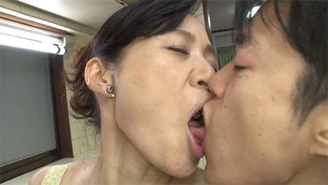 久倉加代子さんとの濃厚なベロチュー