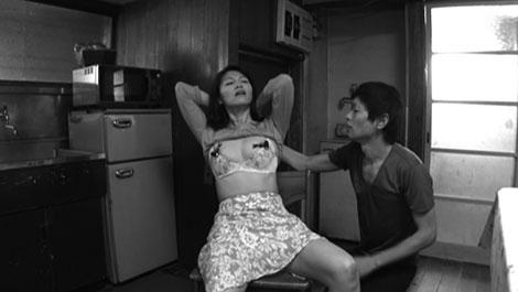 エキサイトエレクトニップルで乳首責めされる母親