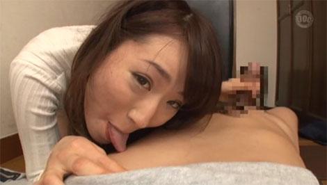 乳首舐め手コキ