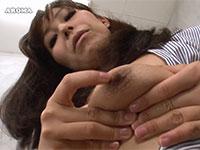 """""""1番感じるところは乳首なの"""" と淫語で挑発しながら乳首を弄る葵紫穂さんの動画"""