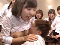 バイト先の可愛い女の子達との王様ゲームでエッチな方向に盛り上がりデカ乳輪の藤川れいなちゃんの乳首を舐めたった!