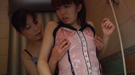 ローション乳首責めがかなり気持ちいいエミ