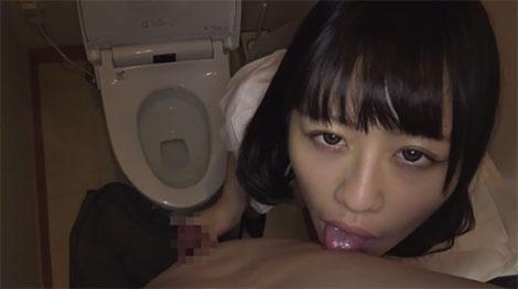 トイレの中で乳首舐め手コキ