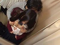 エレベーターや試着室などの密室で乳首痴漢に乳首失禁イキさせられて乳首快感に目覚めるJK達の作品2作目が登場!