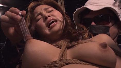 乳首吸引される女