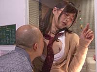 JK見学リフレで興奮のあまりマジックミラー越しに天使もえちゃんの乳首に舐め吸い付くオッサン客の動画!