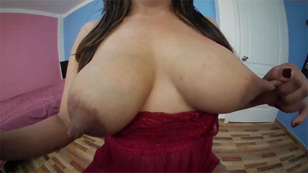 1乳首を伸ばす外人さん