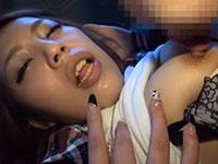 車内で超綺麗な妊娠中毒アパレルショップギャル店員の乳首舐め弄り!敏感な乳首を責められてトロケた顔も超エロい動画!
