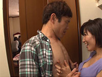 遥あやねのドキドキ乳首責め!スグ隣に母親がいるのにクローゼットの中で僕の乳首を舐め弄って誘惑乳首責めしてくる最高の動画!
