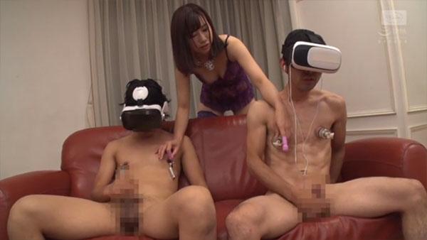 VR動画を見ながらシコシコする男2人