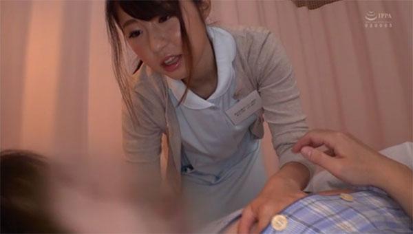 男性患者に逆夜這いを仕掛ける沖田里緒