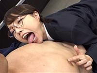 教師の乳首を舐め弄る夏原唯