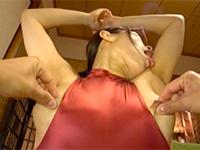 アヘポーズで乳首を強く摘まれながら腋を自分で舐める超ドMのスポーツインストラクター!豊彦の「鬼M淫ストラクター 西尾小雪」はエゲツない乳首責めが多く当たり!