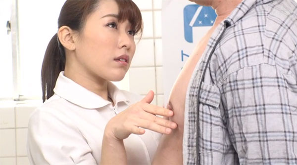 トイレで患者の乳首を弄る高梨りの