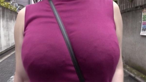 紫色のノースリニット
