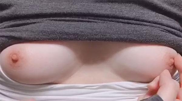 くるみちゃんの乳首オナニー