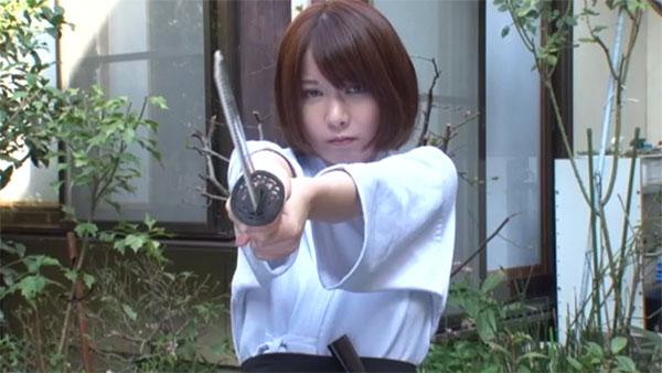 兄の敵討ちにやってきた女剣士