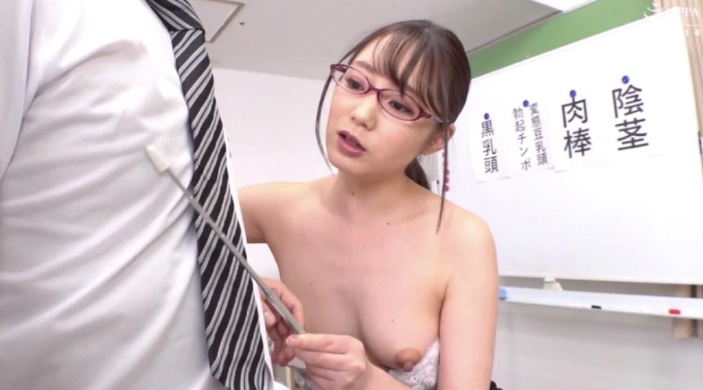指示棒で松本くんの乳首を刺激する千早先生