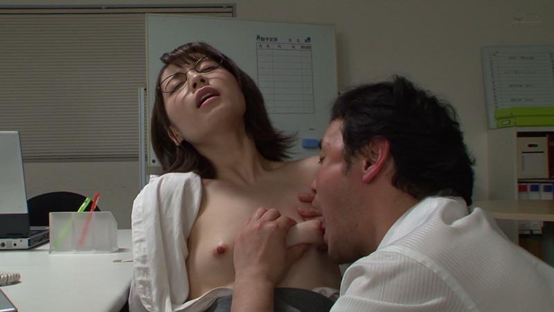 コリコリに勃起した乳首を貪りまくる上司