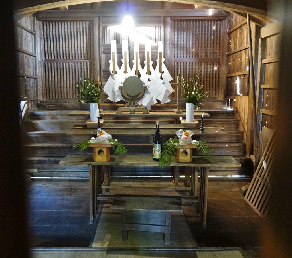 正八幡宮 神殿のお供え物 鏡餅 お神酒