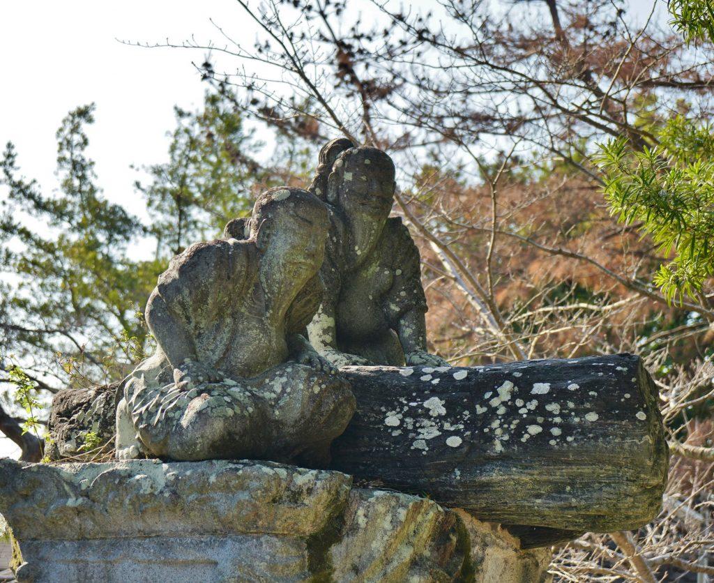 福岡県柳川市三橋町藤426-3 風浪神社 謎の石碑 ひげを蓄えた人 土下座してる