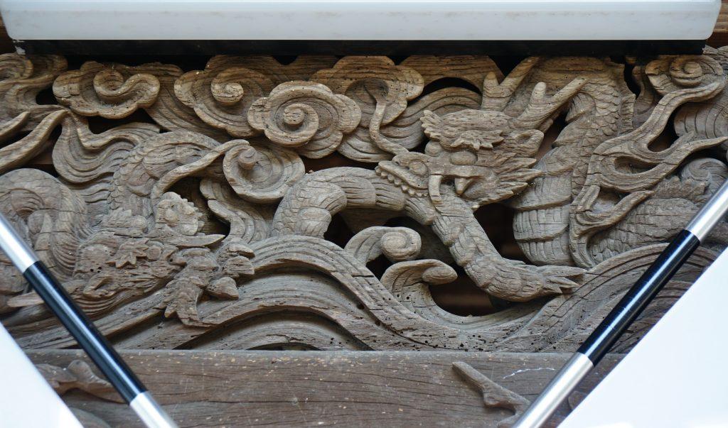 福岡県柳川市三橋町藤426-3 風浪神社 髄神門の彫刻 龍が二匹かみ付いている