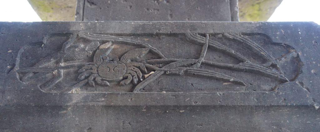 福岡県柳川市大和町鷹ノ尾317 鷹尾神社 石灯籠の中台 蟹の彫刻