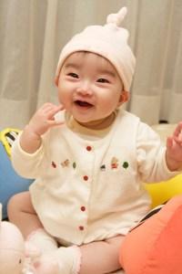 赤ちゃん 女の子 笑顔